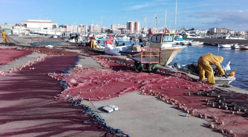 50,000 euros for Murcia fishermen removing rubbish from the sea