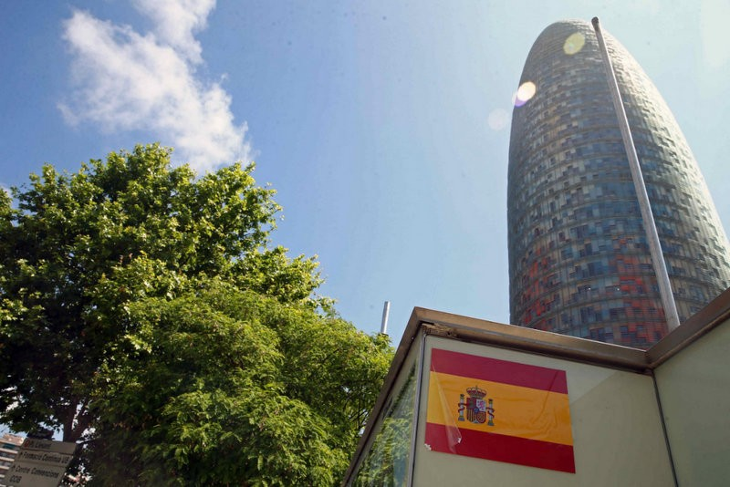 Anti-separatist Spanish flag stickers rile the Catalunya government
