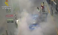 Alarm in Archena as car catches fire at petrol station