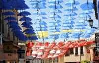 4000 umbrellas provide shade for shoppers and tourists in Valdepeñas