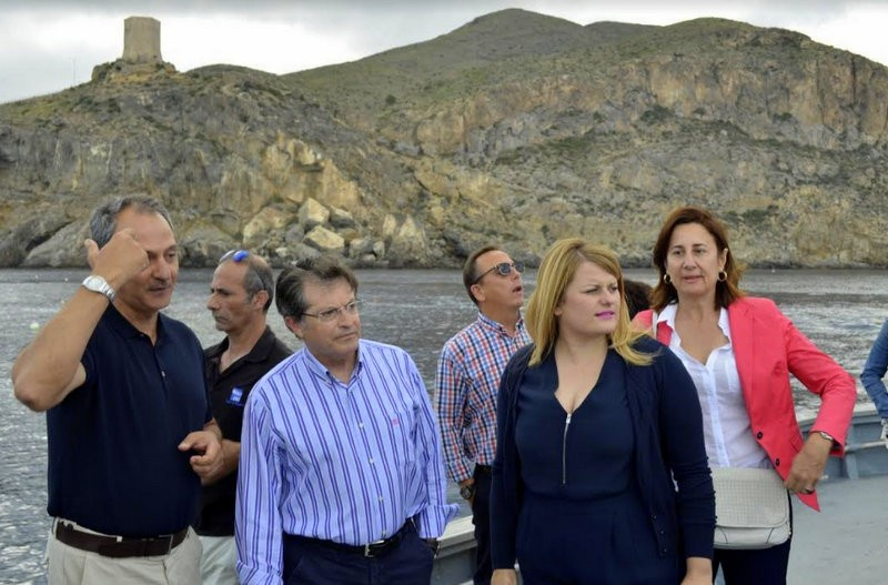 <span style='color:#780948'>ARCHIVED</span> - Murcia fishing minister visits the almadraba fishermen of La Azohia