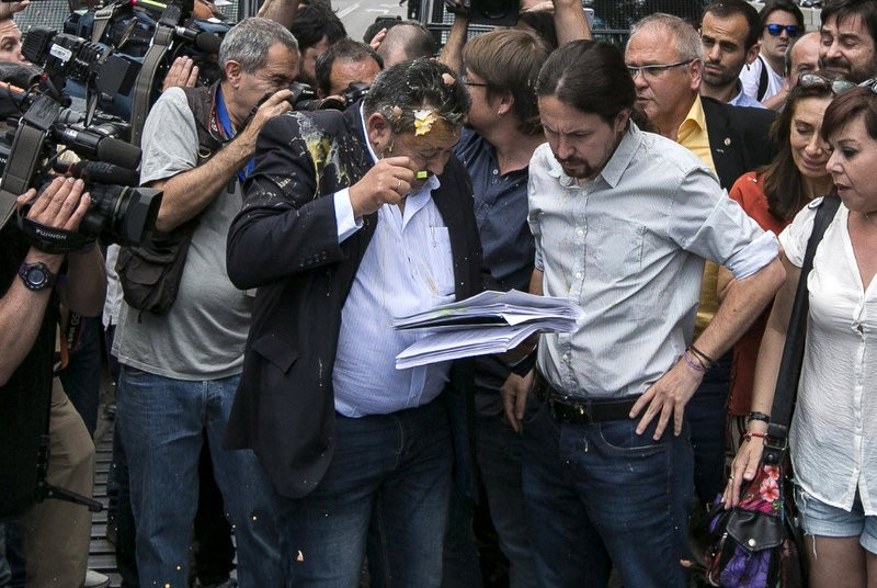 <span style='color:#780948'>ARCHIVED</span> - Podemos leader left with egg on his face at taxi driver demonstration in Madrid
