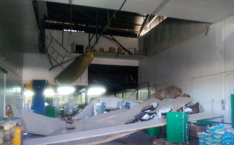 <span style='color:#780948'>ARCHIVED</span> - Five injured as Cieza fruit warehouse ceiling collapses