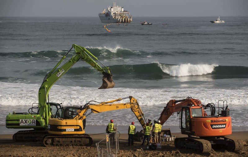 Microsoft and Facebook transatlantic mega-cable installed on Bilbao beach