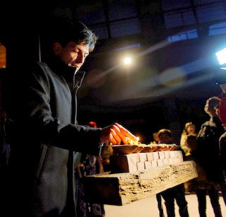 <span style='color:#780948'>ARCHIVED</span> - Lorca, The candles of Hannukah burn again after 520 years