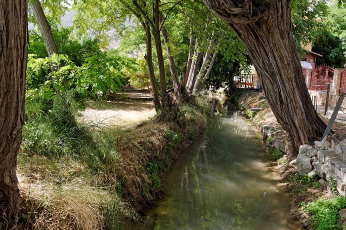The Acequia Andelma, Cieza