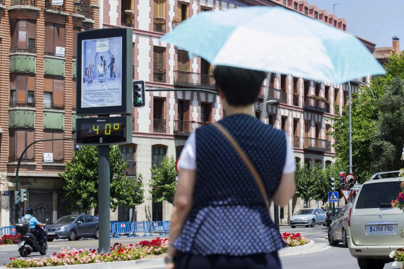 <span style='color:#780948'>ARCHIVED</span> - Swimming costumes in class as Murcia government agrees to install air conditioning in schools