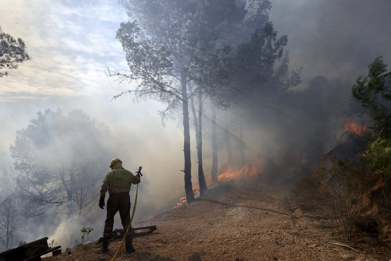 Wild fire rages out of control in Castellón