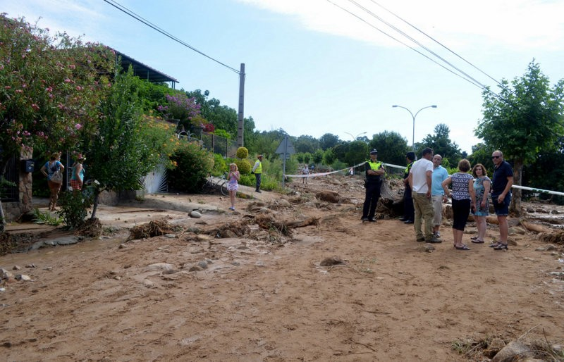 Water deposit collapse causes flash flood in Extremadura