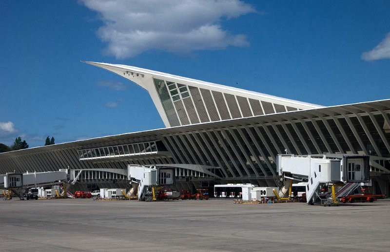 Bomb hoax disrupts travel at Bilbao airport