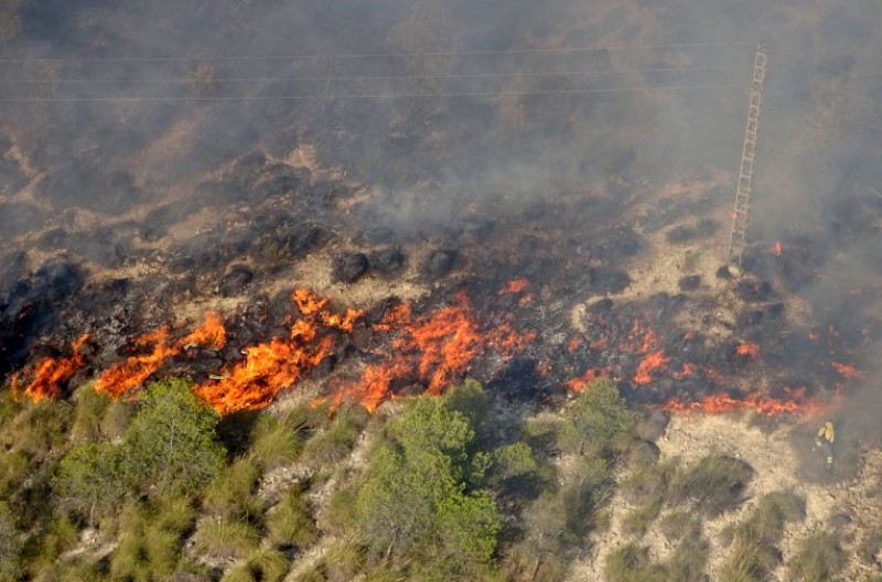 Dry thunderstorms start fires in Jumilla and Moratalla