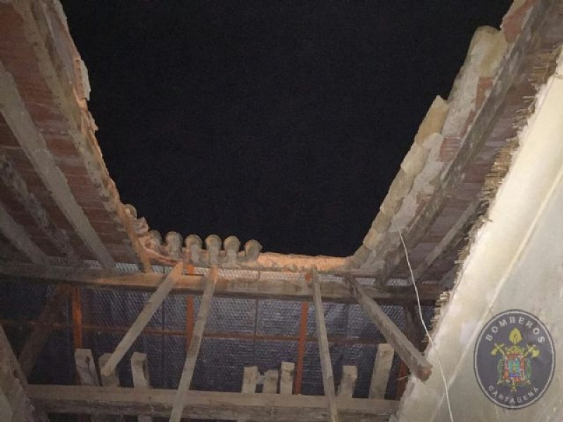 Nobody injured as house roof collapses in Los Nietos