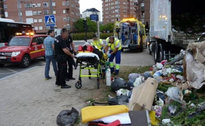 Man rescued from Vitoria dustcart