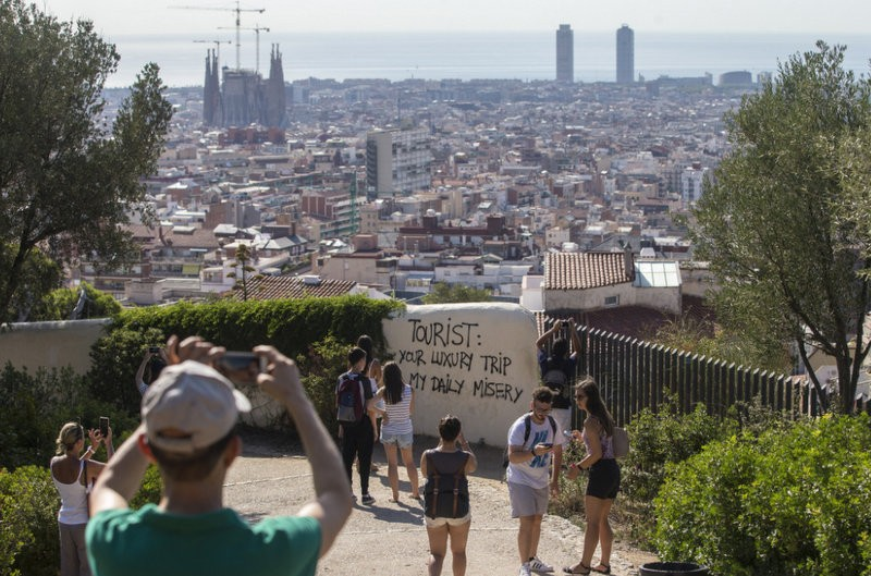 Barcelona Mayoress takes no action as anti-tourism vandalism continues