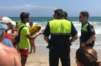 San Javier police issue warning to disobedient red flag bather in La Manga