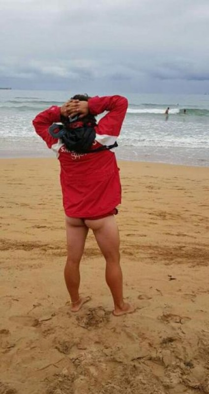 Buttock-baring Asturias lifeguard wins plaudits after showing support for harassed colleagues