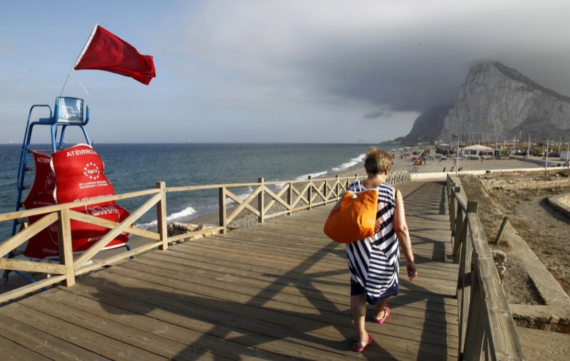 Shark sighting empties the Mediterranean of bathers at Cadiz beaches