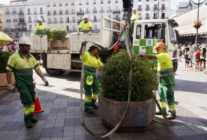 <span style='color:#780948'>ARCHIVED</span> - Madrid re-installs bollards and giant flower-pots after Catalunya terror attacks