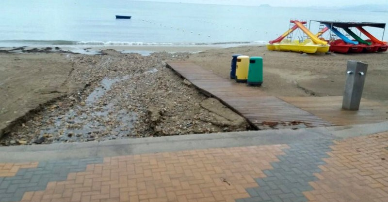 <span style='color:#780948'>ARCHIVED</span> - Cartagena beaches in need of repairs after rain damage