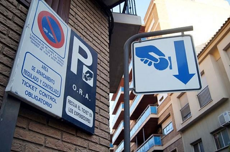 <span style='color:#780948'>ARCHIVED</span> - Totana issues reminder that summer is over and blue parking areas are no longer free