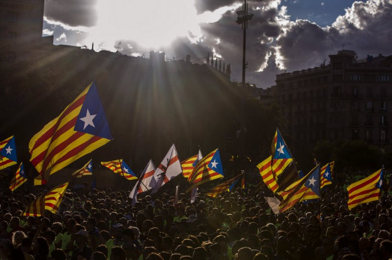 Mass calls for Catalan independence referendum at the annual Diada march