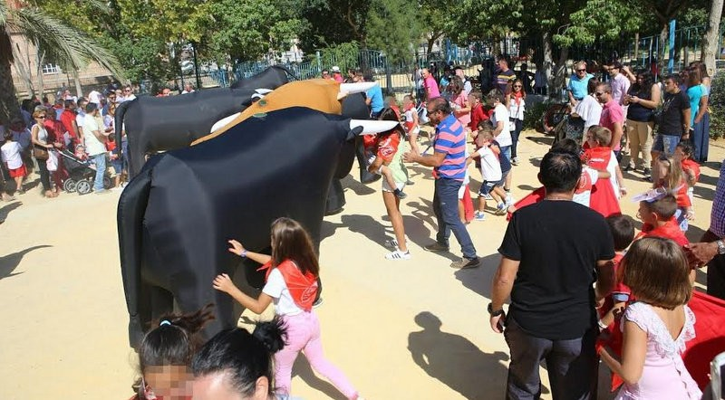 <span style='color:#780948'>ARCHIVED</span> - Inflatable bulls in the children's bull run of Lorca Feria