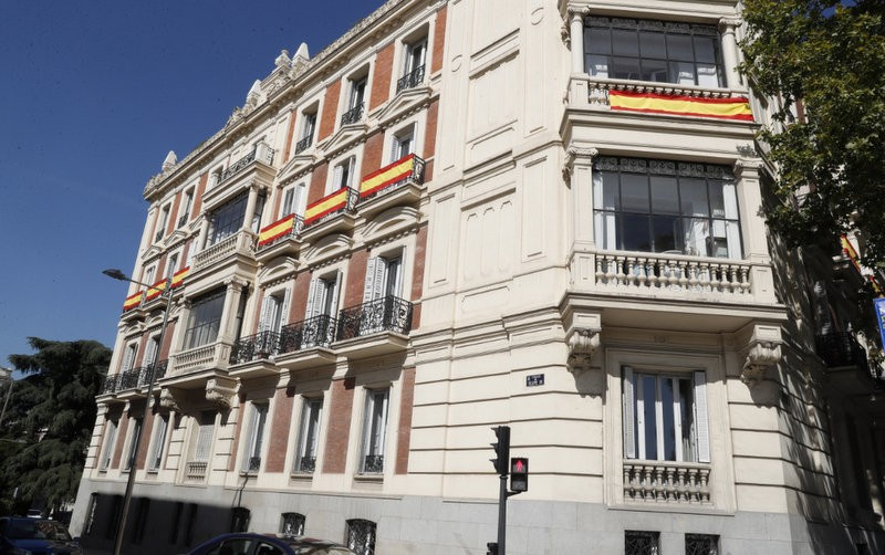 <span style='color:#780948'>ARCHIVED</span> - Catalan independence referendum brings delight to Spanish flag manufacturers