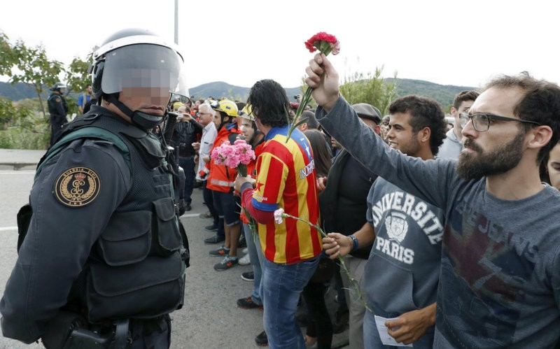 Police violence allegations in Catalunya fuelled by misleading images on social network sites