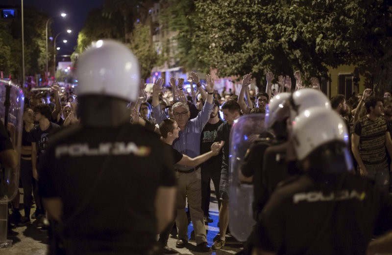 Murcia-Alicante railway line closed after violent incidents during AVE protest