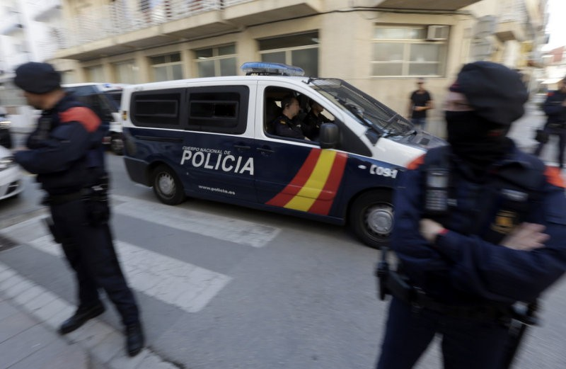 Spanish army provide logistical support in Catalunya