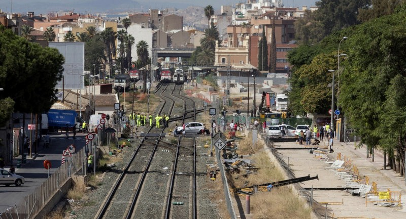 AVE high-speed rail line in Murcia: protests and vandalism endanger the project