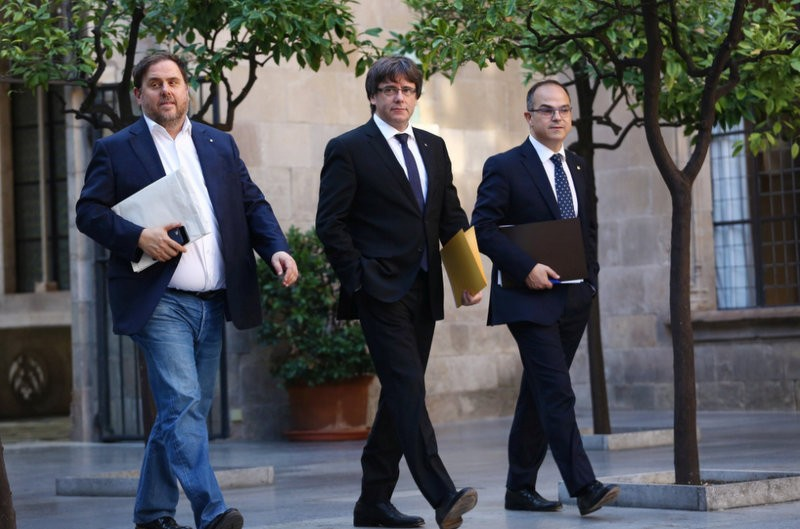 Spain awaits possible unilateral declaration of Catalan independence