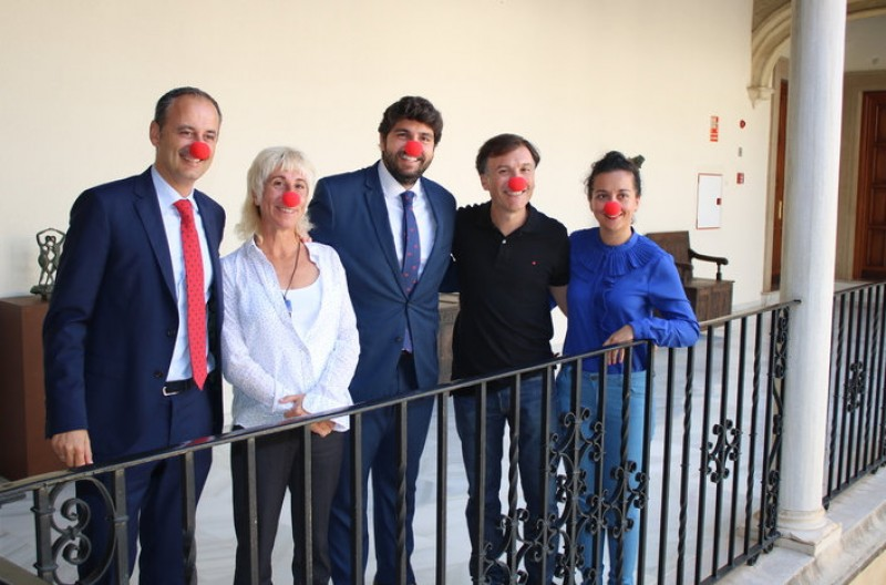 A red nose for the Murcia president to end a busy week