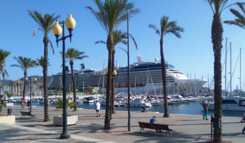 Cruise ship tourism in Cartagena: good for local businesses, not always popular among locals!