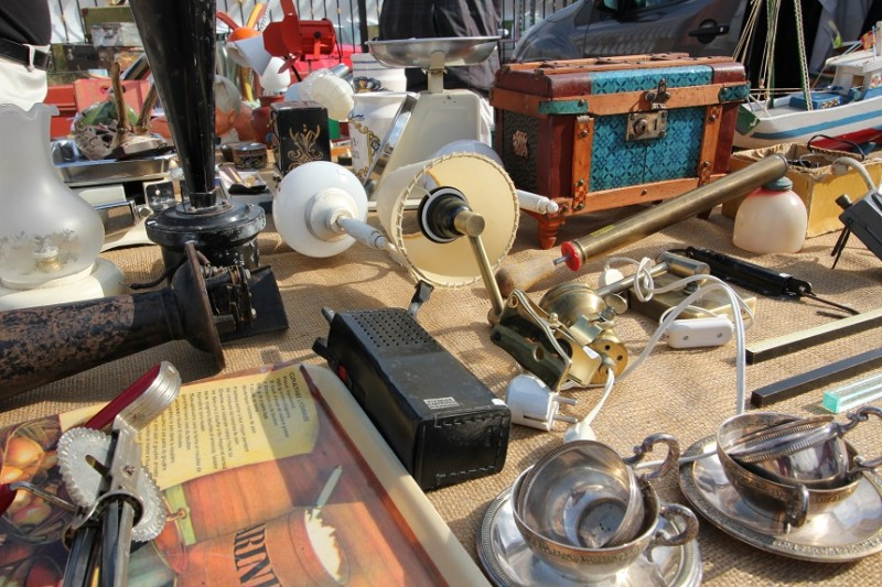 Every Saturday: Antiques fair and market at London Antiques in Orihuela