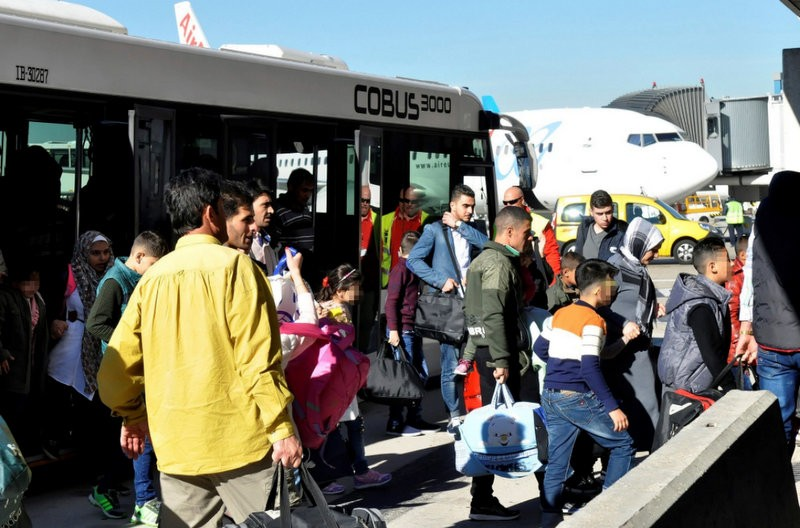 Six Syrian refugees on their way to new homes in Murcia