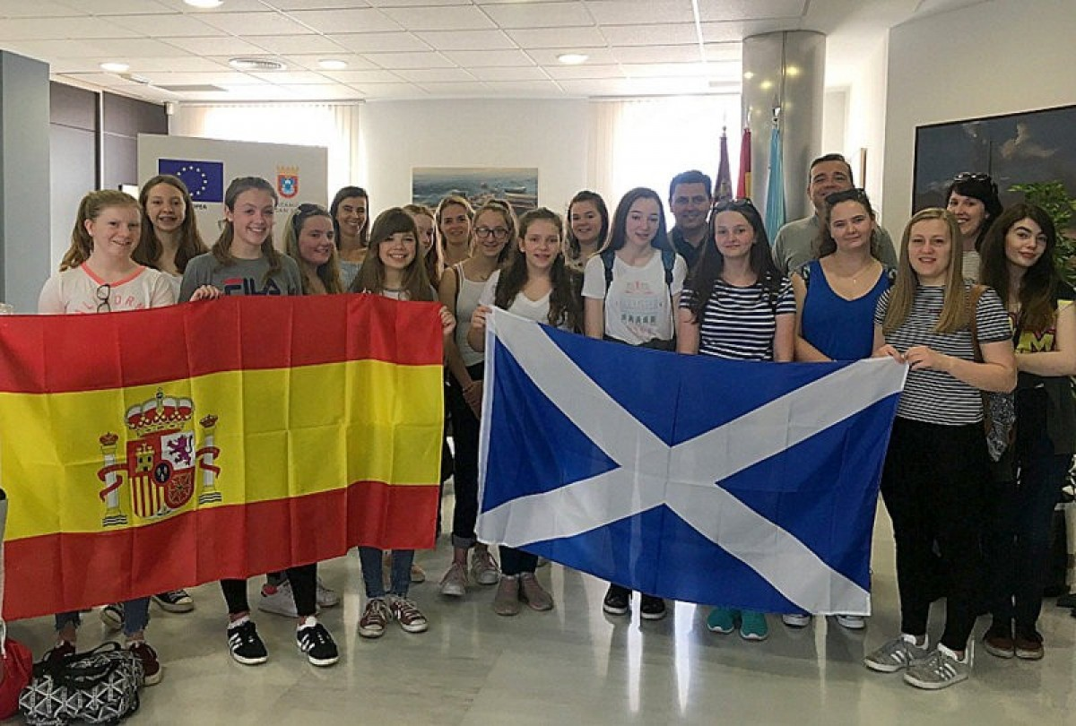 Scottish exchange students welcomed by Mayor of San Javier
