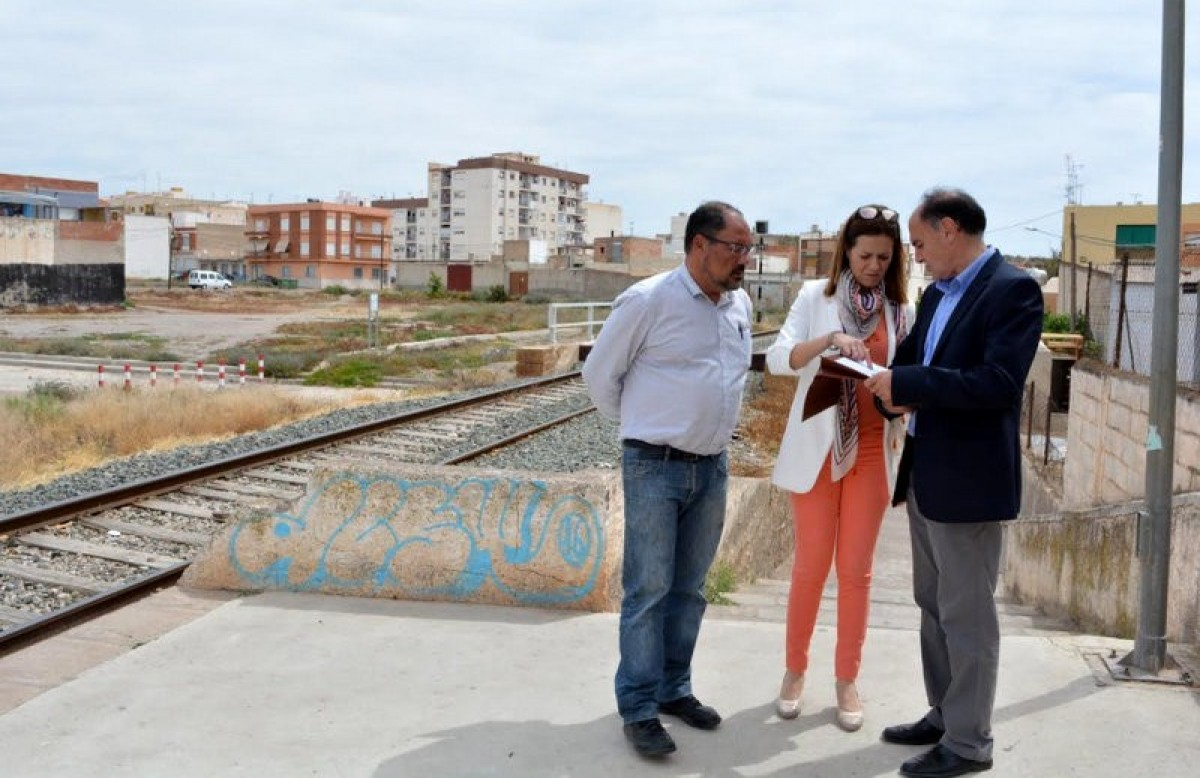 Pressure from the Mayoress forces railway clean-up in Águilas