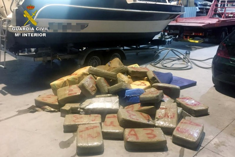 <span style='color:#780948'>ARCHIVED</span> - 1300 kilos of hashish seized from British-registered boat off Cabo de Palos