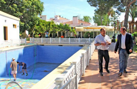 Murcia Today Puerto Lumbreras Parador Swimming Pool Being Prepared For Public Use