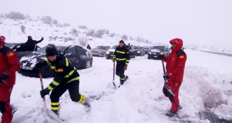 <span style='color:#780948'>ARCHIVED</span> - Snow on the mountains of Murcia as heavy falls bring chaos to the roads of Spain