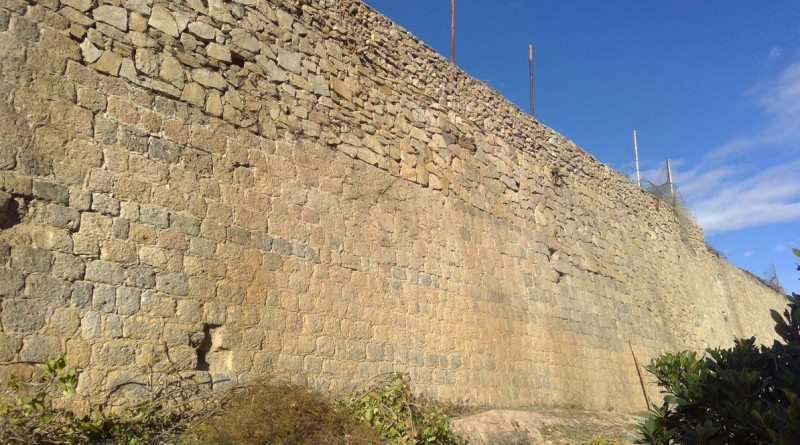 <span style='color:#780948'>ARCHIVED</span> - Section of 18th century city wall uncovered in Cartagena