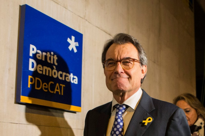 One former Catalan president steps aside, another hopes to be re-invested by Skype!