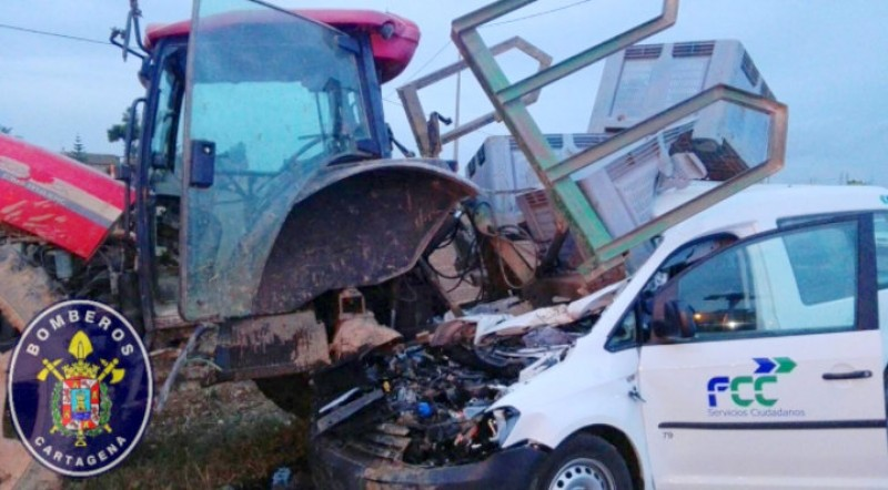 Driver seriously injured in collision with tractor outside Cartagena
