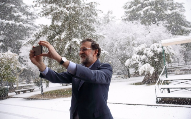 Government snow crisis committee meets as road traffic grinds to a halt in much of Spain