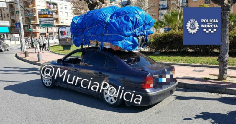 Murcia police find girl buried under luggage on back seat of overloaded car!