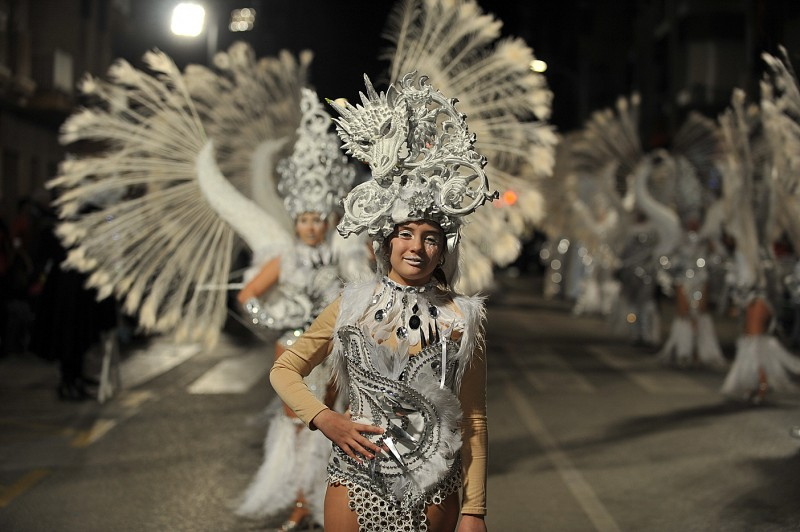 High tech glamour steals the show at Águilas carnival as external peñas parade