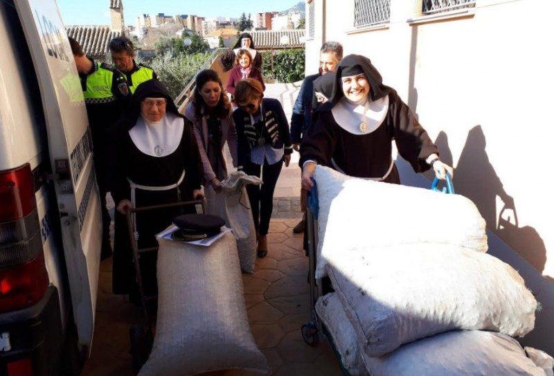 400 kilos of stolen almonds donated to the nuns of Las Clarisas in Lorca