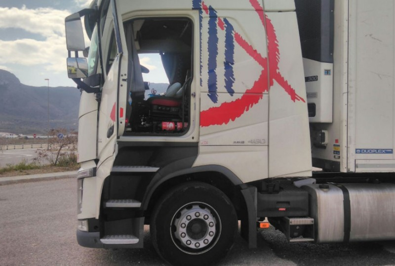 Lorry driver suffers burns as gas canister explodes in his cab in Mazarrón