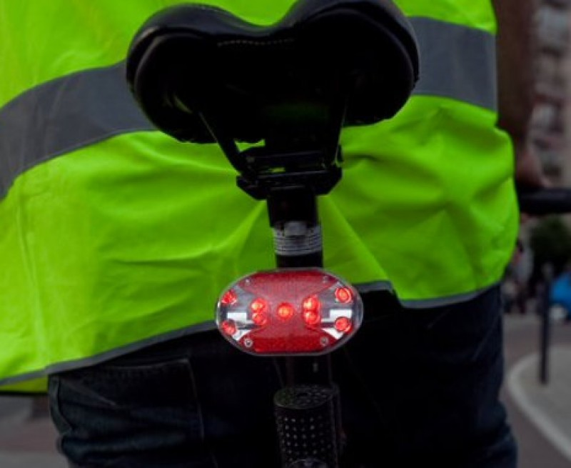 Flashing cycle lights in Spain: commonly used and effective but still not legal!